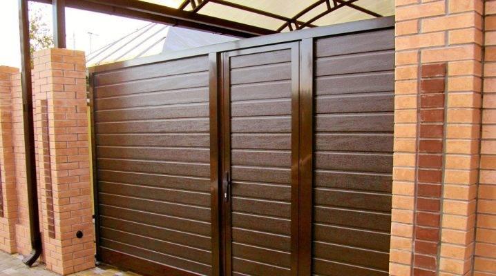 Откатные ворота с калиткой: особенности и преимущества
