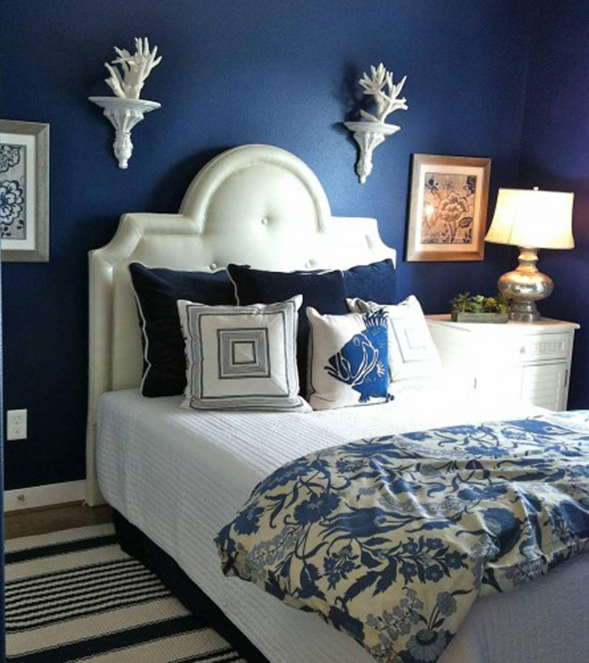 Спальня в голубых тонах (65 фото): дизайн интерьера в нежно-голубом и сине-коричневом цвете