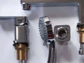 Врезной смеситель для акриловой ванны (24 фото): варианты для джакузи из 3-х предметов, однопозиционный кран на одно отверстие