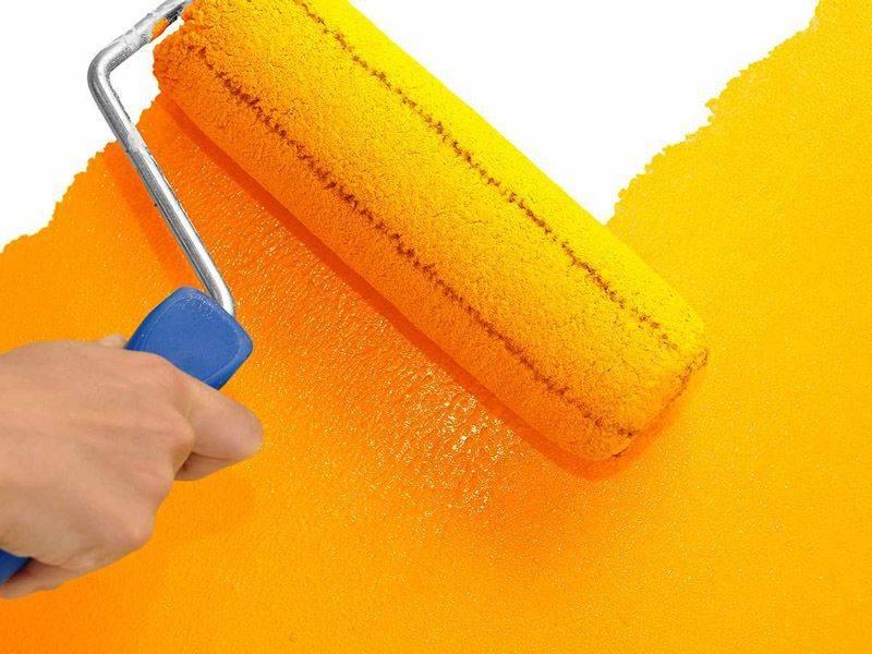 Можно ли красить виниловые обои? 24 фото правила покраски изделий на флизелиновой и бумажной основе, как выбрать краску и перекрасить обои