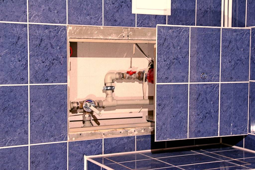 Установка ревизионного люка-невидимки и пример самодельной скрытой дверцы
