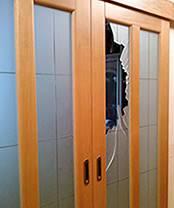 Ремонт межкомнатной двери: производим замену разбитого стекла