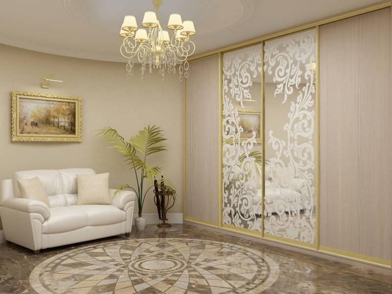 Зеркальные двери купе: разнообразие в цвете и декорировании