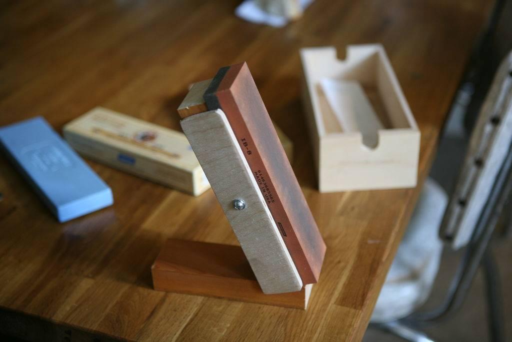 Точилка для ножей своими руками: простейшие приспособления и создание самодельных станков