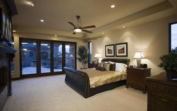 Натяжные потолки для маленькой спальни - фото вариантов применения