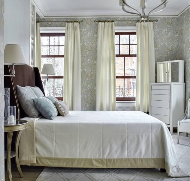Шторы на маленькое окно (49 фото): занавески для кухни и в зал, модели для деревенского дома в гостиную