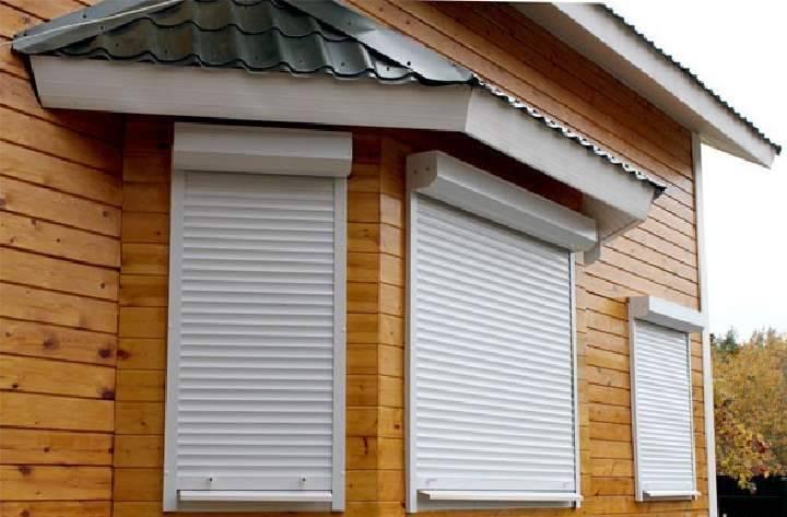 Чем закрыть окна на балконе - способы защиты от солнца и посторонних глаз
