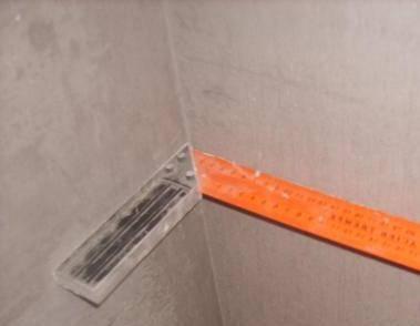 Как выровнять углы стен шпатлевкой и перфорированным уголком