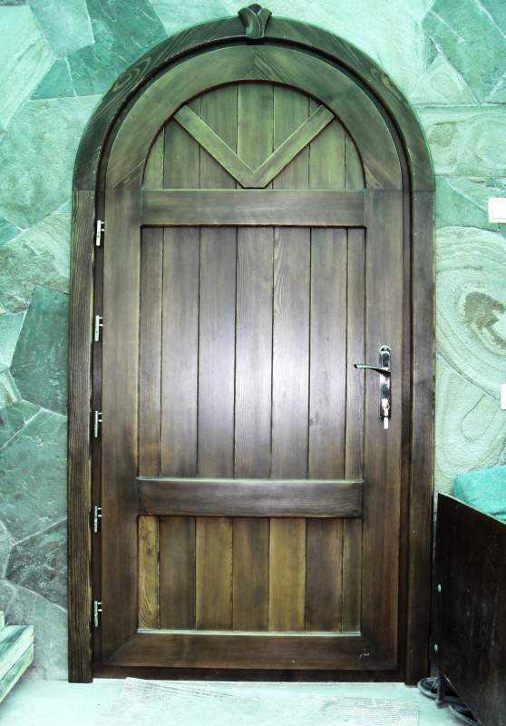 Арочные двери входные пластиковые со стеклом в дом, распашные и раздвижные конструкции из металла и стали полукруглого типа, сводчатый проем из дерева