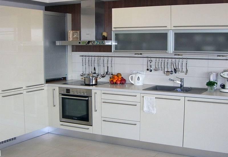 Кухни из акрила: фото, плюсы и минусы, отзывы, особенности эксплуатации