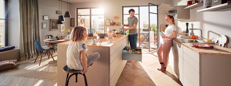 Обзор мебельной фурнитуры blum. подьемные и выдвижные механизмы для кухонь и другой мебели
