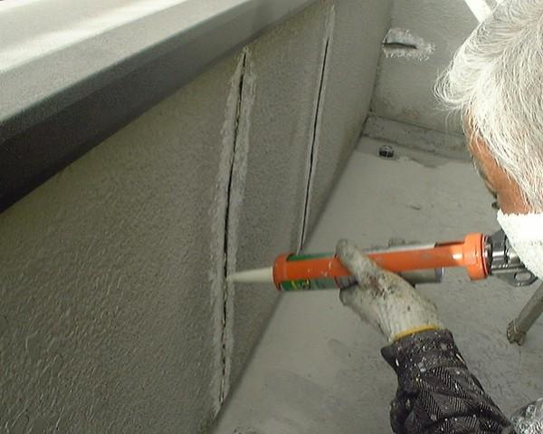Как убрать трещины на потолке: полезные рекомендации