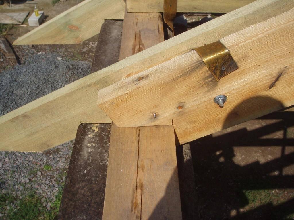 Методы крепления стропильных ног к мауэрлату