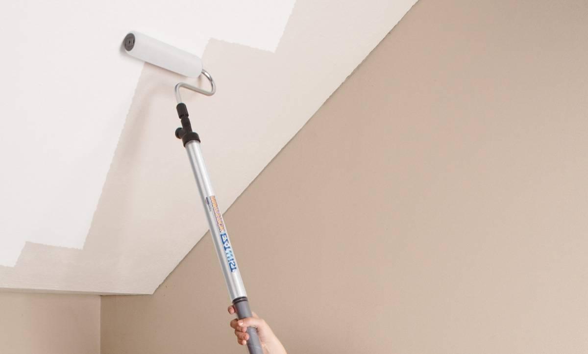 Как красить потолок водоэмульсионной краской валиком - всё о ремонте потолка