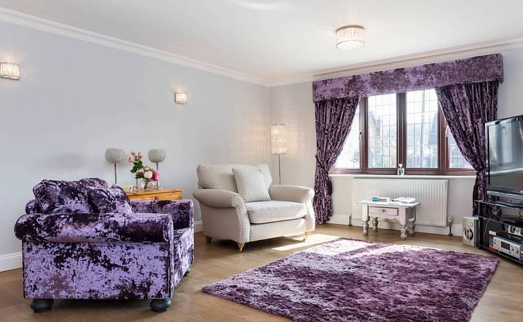 75 вариантов фиолетового дивана в интерьере на фото