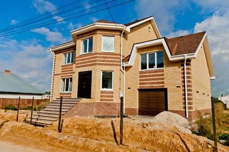 Когда лучше строить каркасный дом?