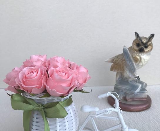Розы из фоамирана (48 фото): мастер-классы, создание розочек-светильников по шаблону своими руками. как сделать их из глиттерного фоамирана? другие идеи