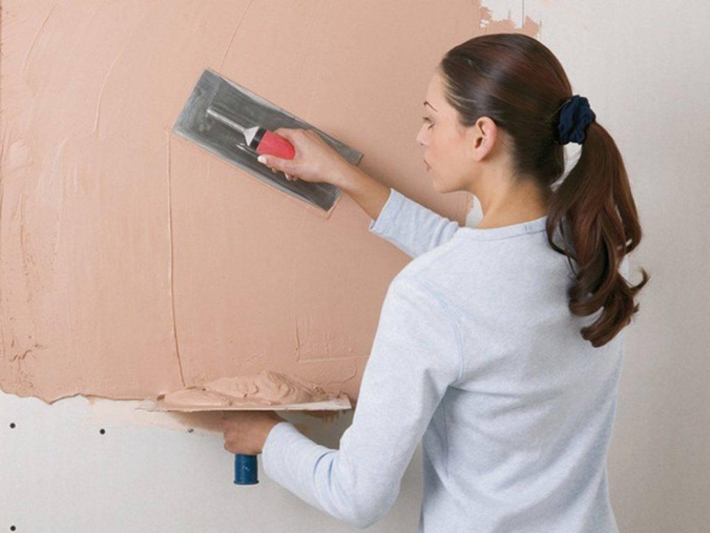 Как самостоятельно шпаклевать стены: инструкции и советы