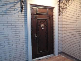 Все варианты отделки входной двери изнутри: от полотна до порогов