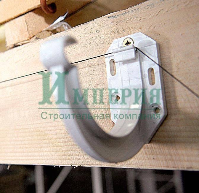 Инструктаж по установке водостоков для крыши: как провести монтажные работы своими руками