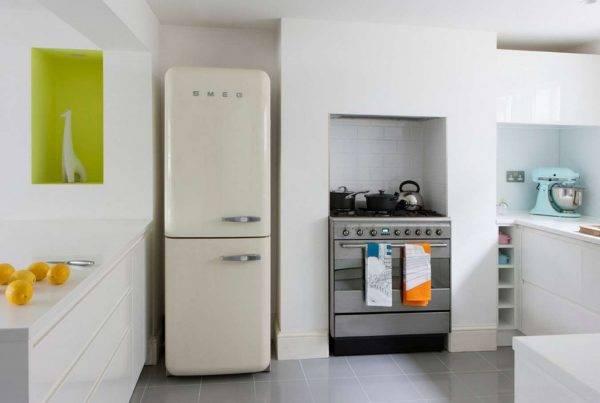 Плюсы и минусы встроенного холодильника в кухню - чем отличаются от обычного