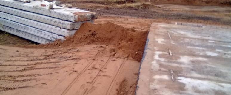 Чем засыпать фундамент внутри: песок, глина, щебень