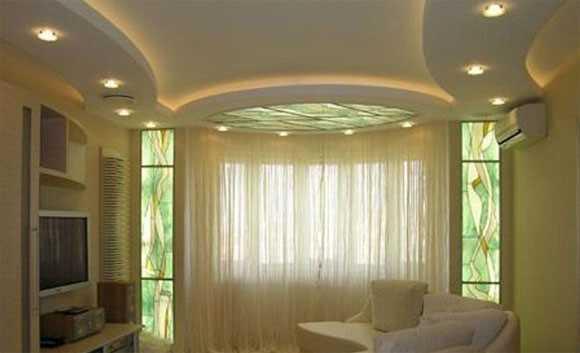 Тонкости дизайн потолка в гостиной комнате