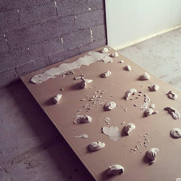 Как клеить на стены гипсокартон на перлфикс