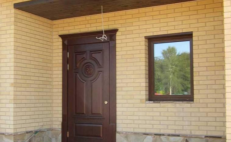 Как выбрать входную дверь в дом: как найти лучшую уличную конструкцию для частной усадьбы, из каких материалов бывают, что учесть при покупке?