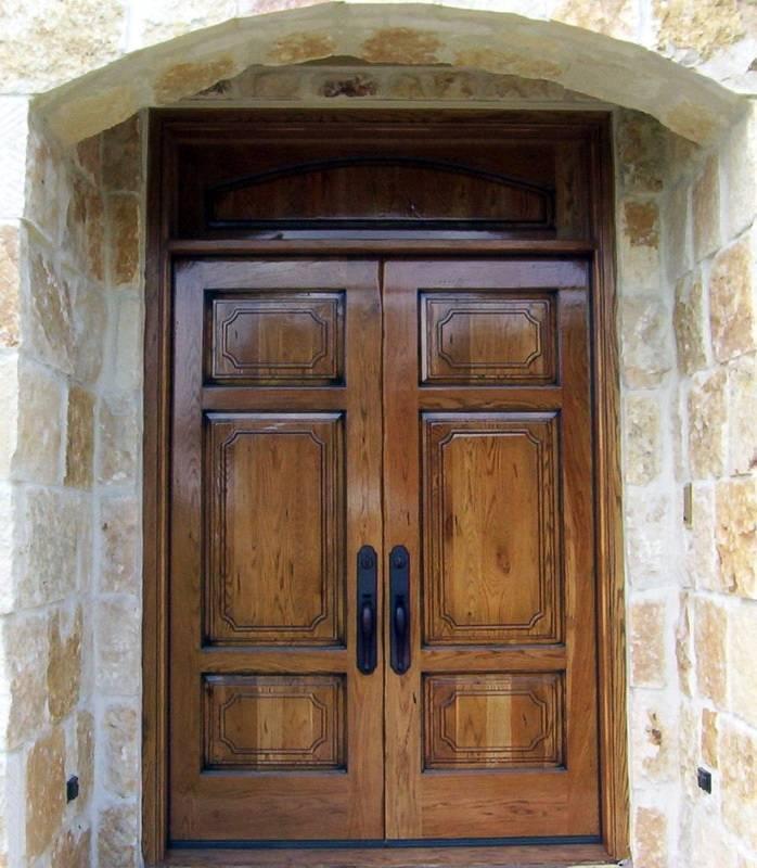 Входные деревянные двери, особенности материала для частного дома и квартиры