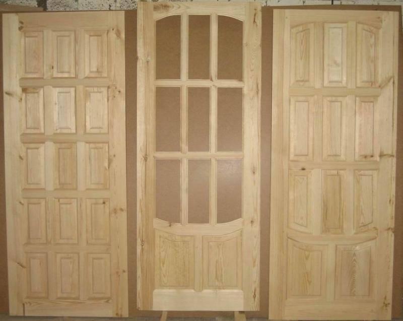 Двери из массива сосны: филенчатые, межкомнатные и неокрашенные, фото и отзывы