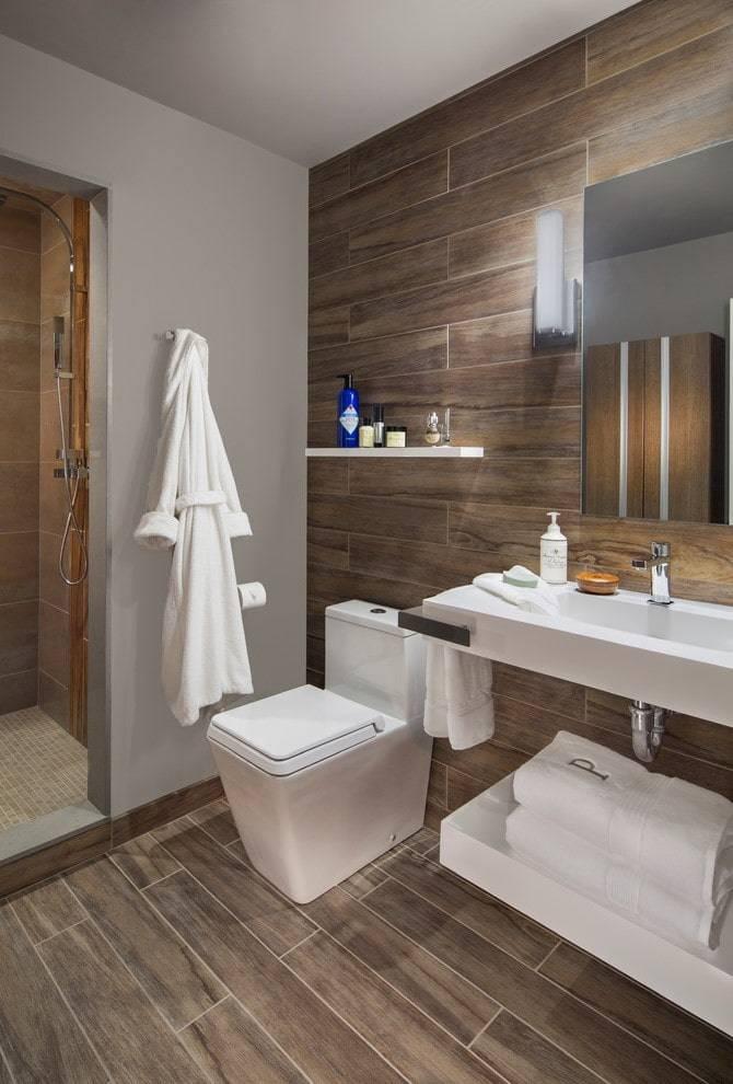 Плитка под дерево в ванной комнате (49 фото): с чем сочетать настенные керамические «деревянные» покрытия на стенах, дизайн кафеля