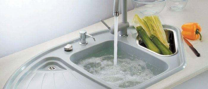 Как прочистить засор в раковине на кухне: 6 способов и советы по профилактике. засорилась раковина на кухне и не уходит вода: что делать в домашних условиях