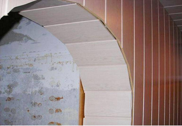 Как выровнять углы стен с помощью перфорированного уголка и шпатлевки своими руками