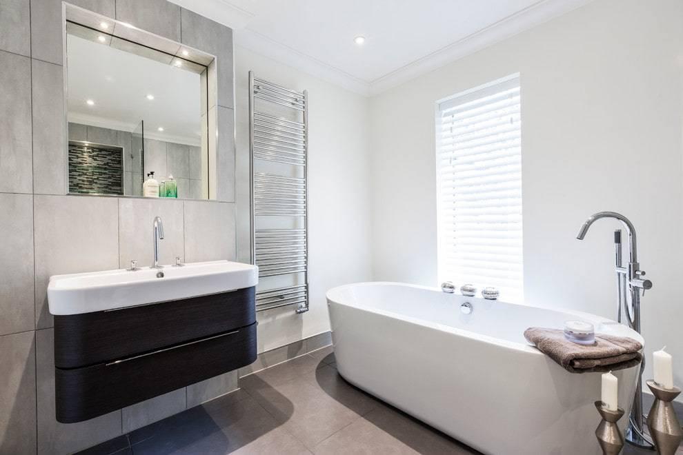 Какую плитку лучше выбрать для ванной: 6 советов и 105 фото
