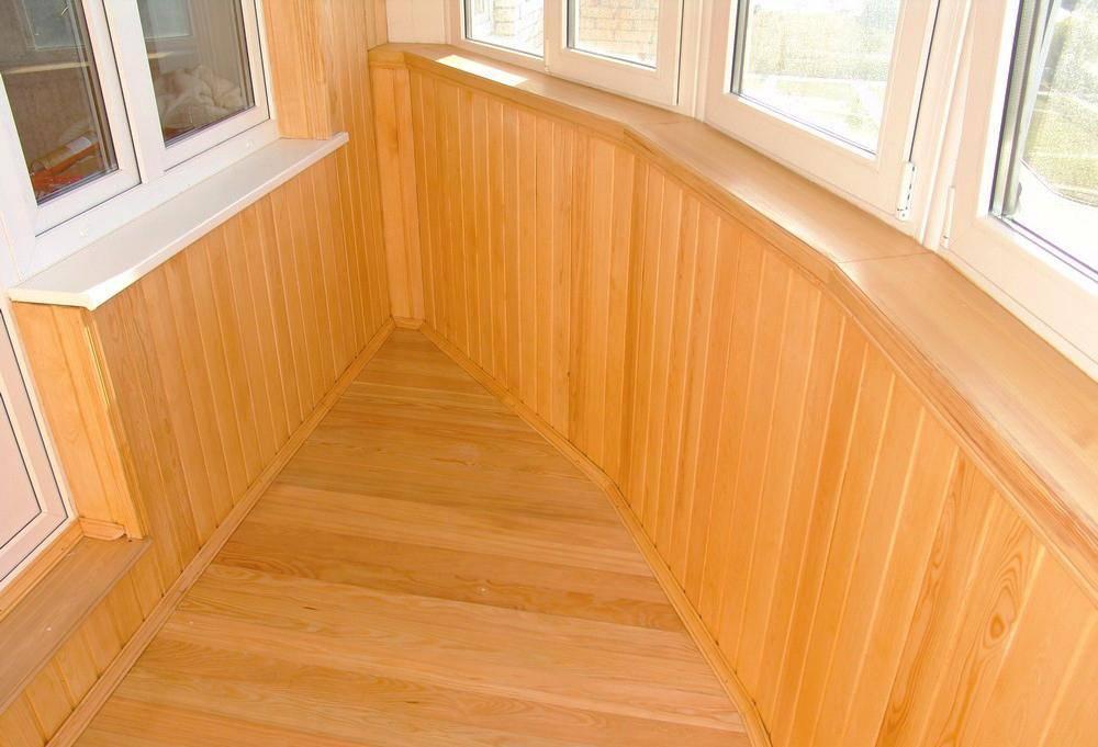 Из чего лучше сделать пол на балконе и почему?