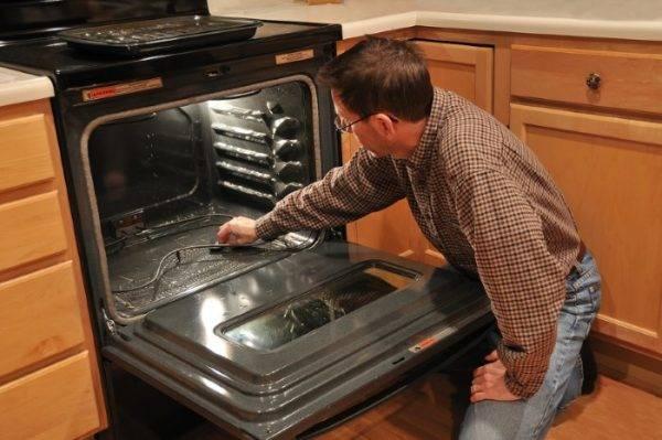 Какую духовку выбрать: с каталитическим или пиролитическим способом очистки?