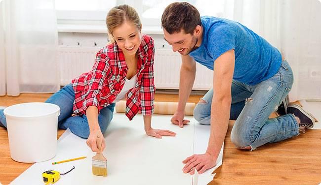 Как выбрать обои: лучше виниловые или флизелиновые, виды для стен, какие моются, какие тяжелее, самые прочные бумажные, качественные