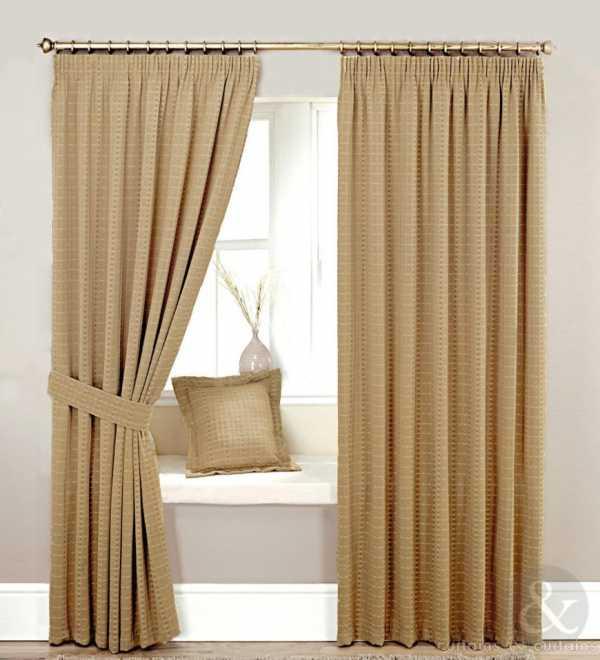 Бежевые шторы (47 фото в интерьере): занавески на кухню и в гостиную, сочетание с коричневым, голубым, светло-бежевый оттенок с венге