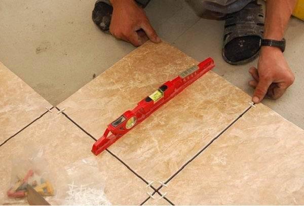 Укладка плитки на пол по диагонали - особенности монтажа