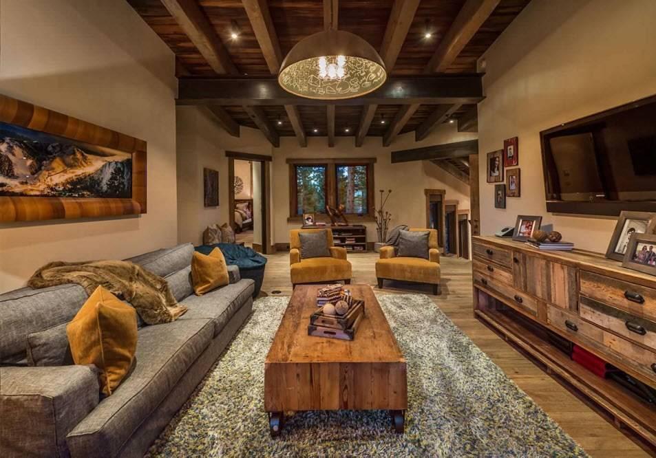 Деревянные балки на потолке - особенности устройства и декоративной отделки, фотографии и видео