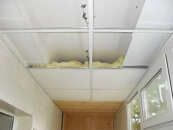 Потолок на балконе: особенности отделки