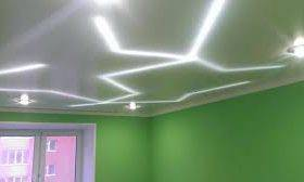 Натяжной потолок с подсветкой: светодиодная лента по периметру, внутренняя подсветка светодиодами, потолок с контурной скрытой подсветкой