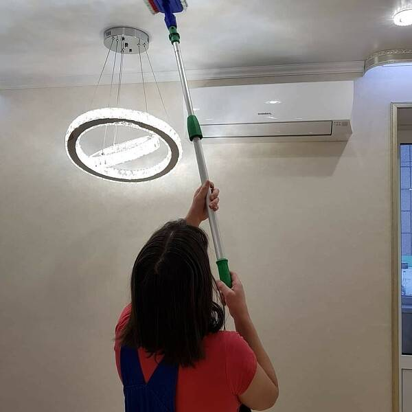 Как помыть натяжной потолок без разводов в домашних условиях (глянцевый и матовый)