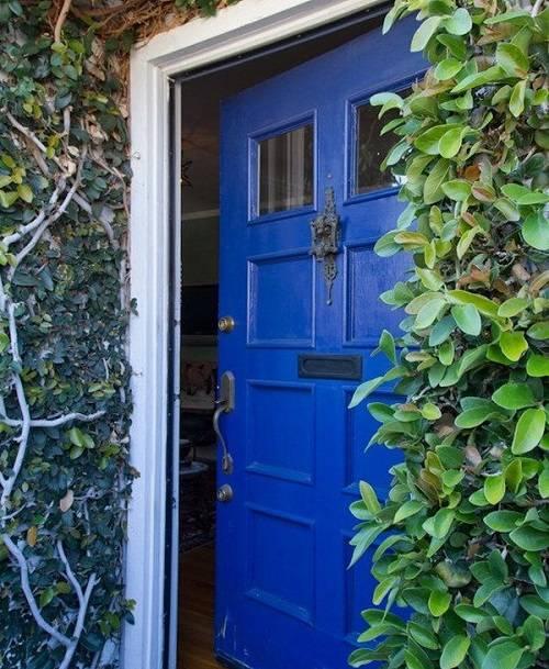 Как подготовить межкомнатные двери к покраске, не удаляя старую краску?