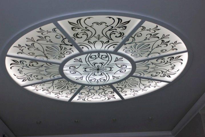 Как сделать стеклянные потолки с подсветкой, преимущества прозрачных конструкций, фото и видео примеры