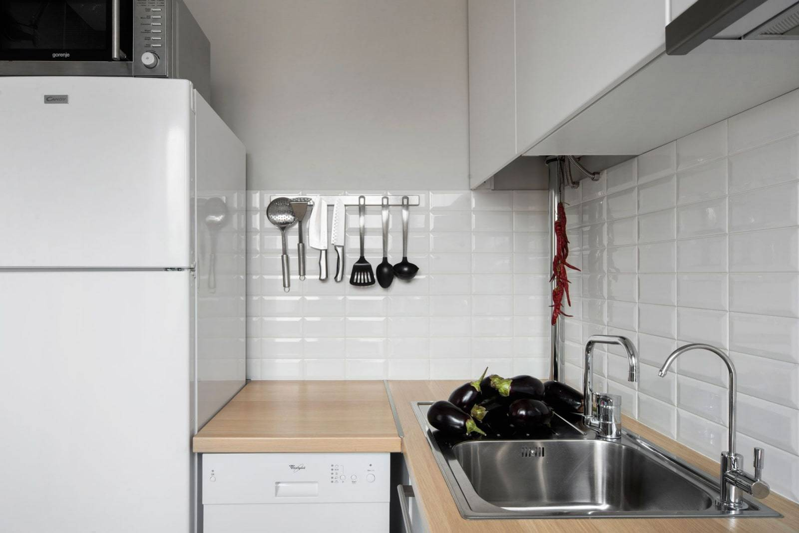 Как спрятать газовую колонку на кухне: варианты (фото и видео)
