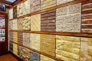 Сайдинг камень дикий искусственный декоративный для цоколя и фасада, установка пвх панелей под бутовый скалистый белый гранит для наружной отделки дома