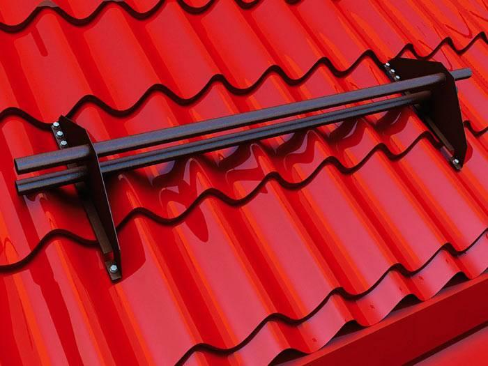 Как установить снегозадержатели на металлочерепицу: инструкция по монтажу