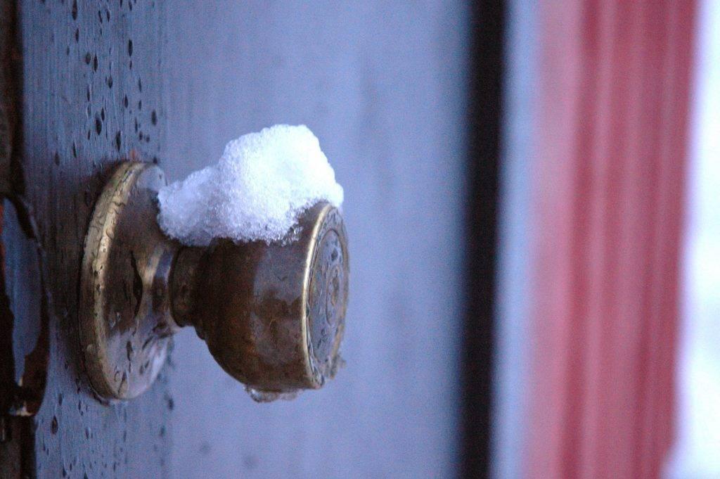 Как утеплить входную дверь? утепление входной двери в частном сельском доме и квартире, какой утеплитель лучше